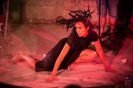 """מתוך """"דין פליטים"""" - מופע פרפורמנס, שהתקיים בחניון ארלדן ירושלים במסגרת פסטיבל 360 מעלות - תיאטרון במרחב 2018 של האיל המרקד. צילום: מקסים דינשטיין."""